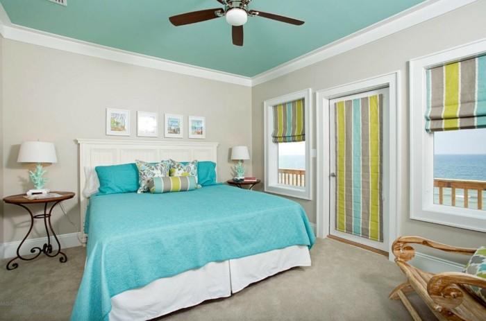 couleur chambre adulte, ventilateur de plafond, fauteuil en bois