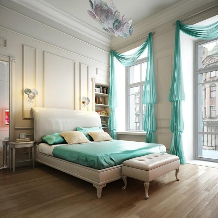 idée couleur chambre, parquet en bois claire, grandes fenêtres, rideaux turquoise