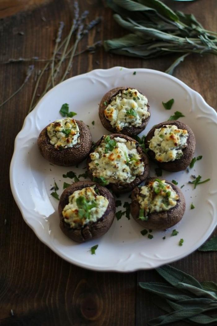 champignon-farci-assiette-de-champignons-farcis-au-chèvre