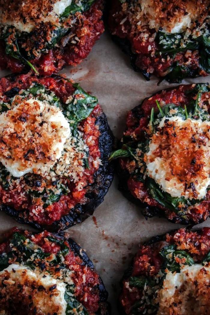 champignons-farcis-au-four-tomates-parmesan-et-épinards