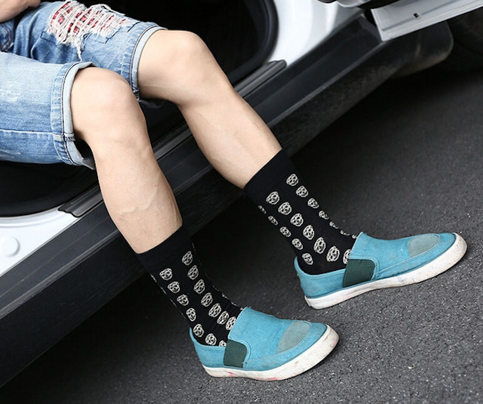 remonter chaussettes noires style skate homme