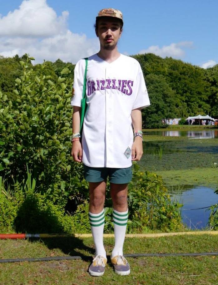 chaussettes longues style skate blanc vert avec short