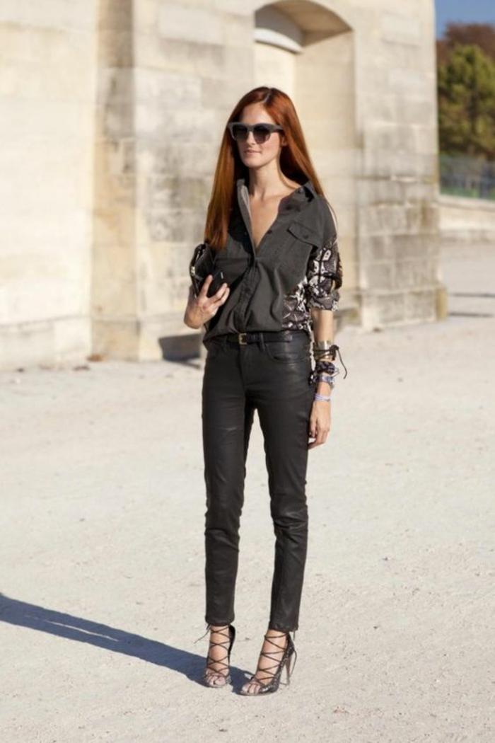 chemise-camouflage-pantalon-en-cuir-femme-escarpins-ouverts