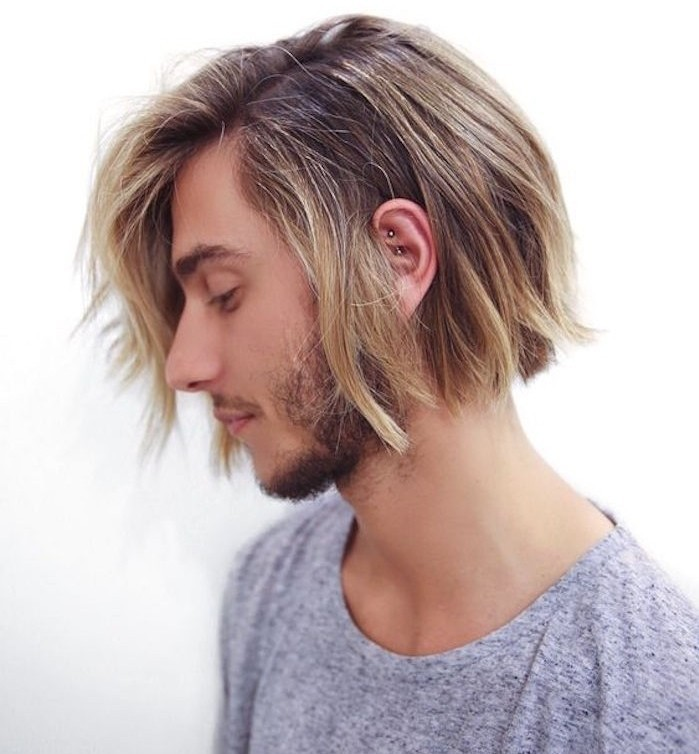 cheveux long blond homme queue de cheval mi longs