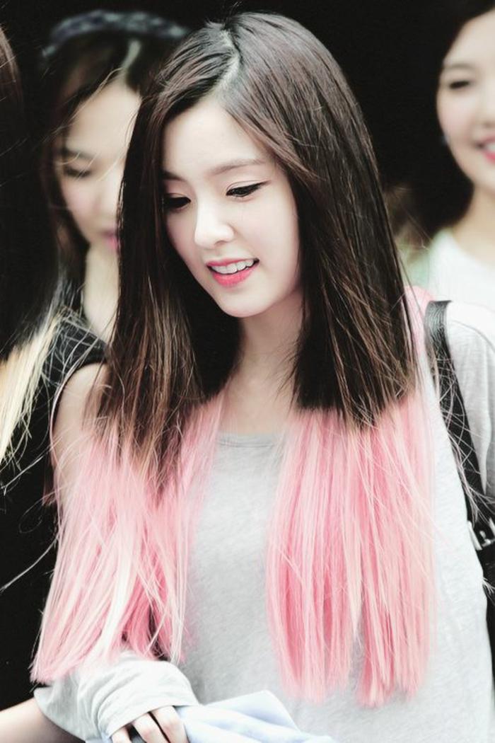 le tie and dye couleur rose pastel, cheveux insolites bocolore