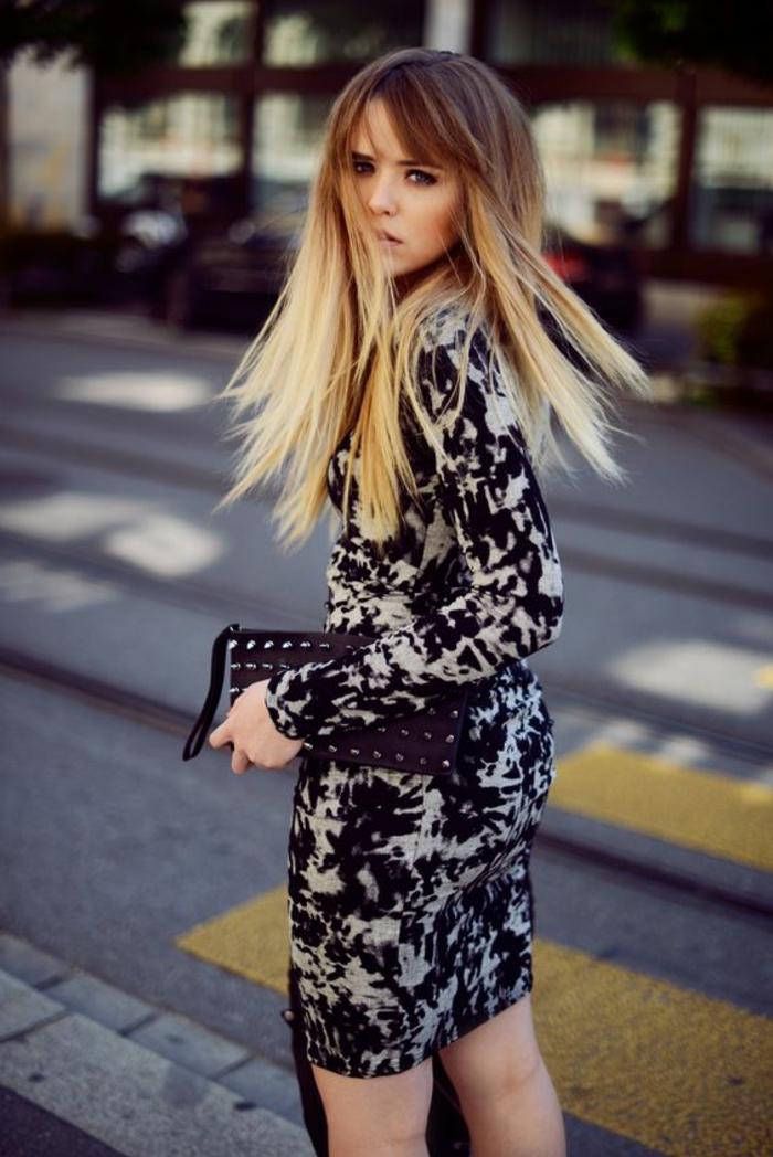 un balayage tie and dye pour un joli effet de contraste, pointes en tie and dye blonde et racine marron clair