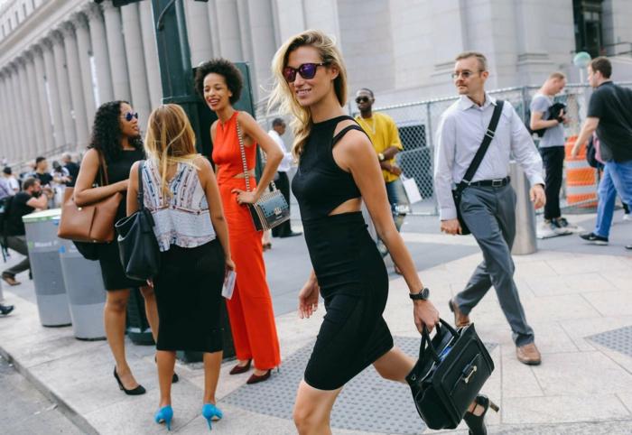 chic-beauté-rue-tenue-femme-comment-m-habiller-demain-belle-petite-robe-noire