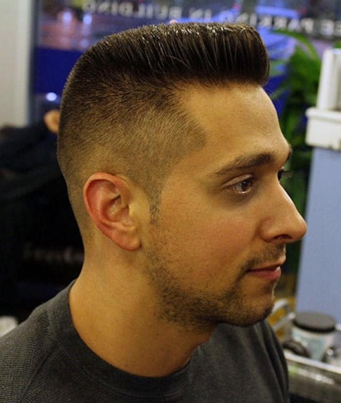 coiffure banane homme en brosse et degrade americain