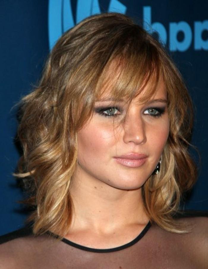 coiffure femme frange, Jennifer Lawrence avec une frange déstructurée
