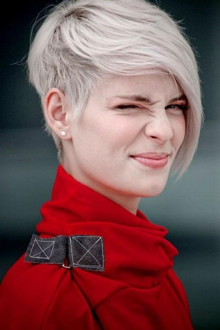 coiffure femme frange, coupe courte et rasée