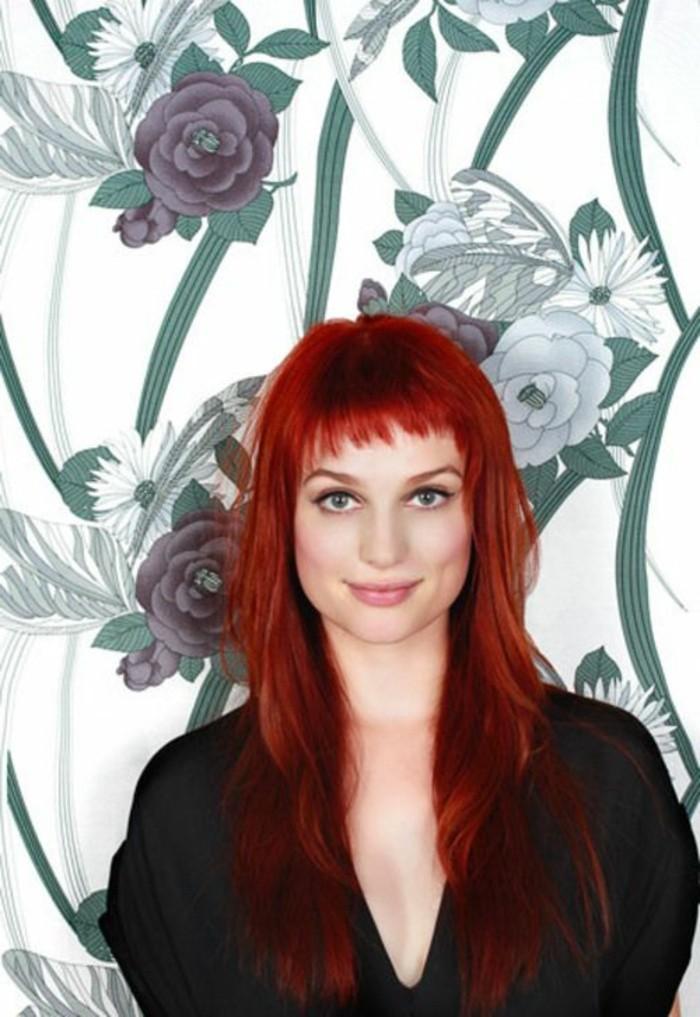 coiffure femme frange, cheveux couleur acajou, frange asymétrique