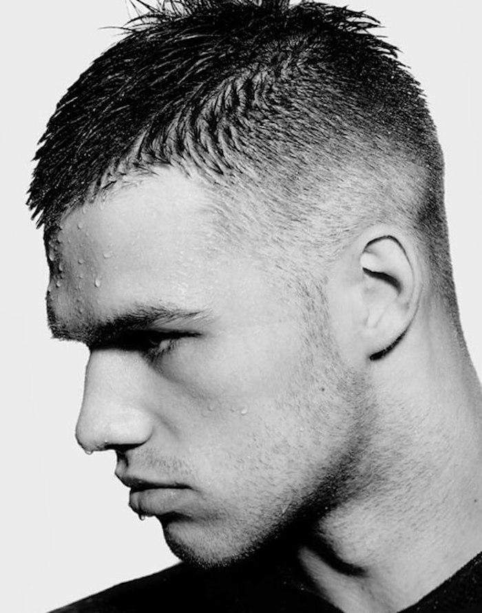 coupe de cheveux homme dégradé court style militaire