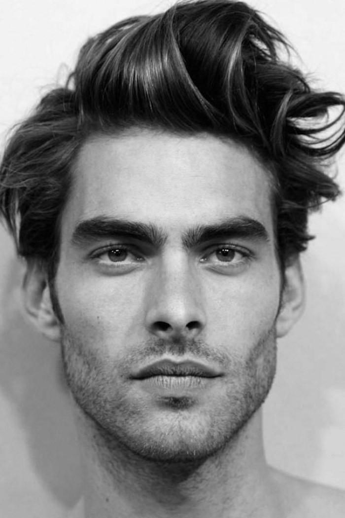 coiffure homme retro style décoiffé et mèches destructurées