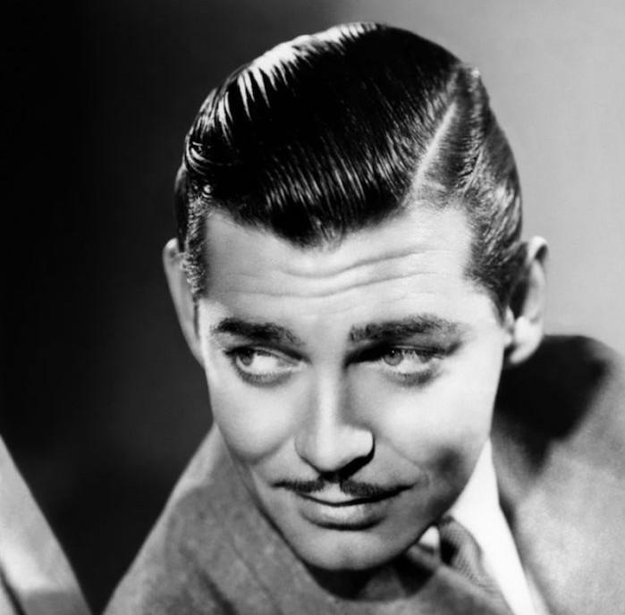 coiffure rétro des années 50 avec cheveux gominés
