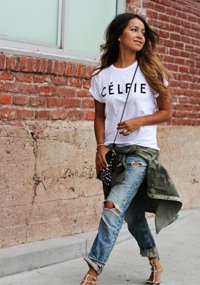 vetement swag femme, paire de jeans déchirés, chemise camouflage