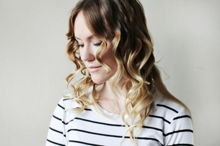 comment-boucler-ses-cheveux-avec-un-lisseur-cheveux-blondes-coiffure-maquillage-naturelle