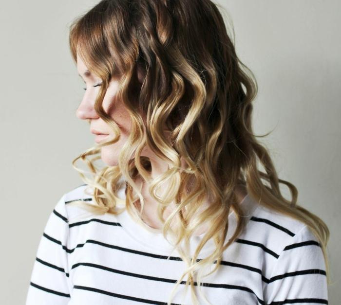 comment-boucler-ses-cheveux-avec-un-lisseur-coiffure-blouse-blanche-et-noir