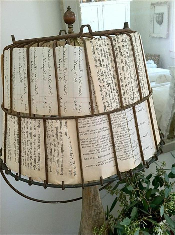 comment faire un abat-jour avec un vieux seau et des pages de livre