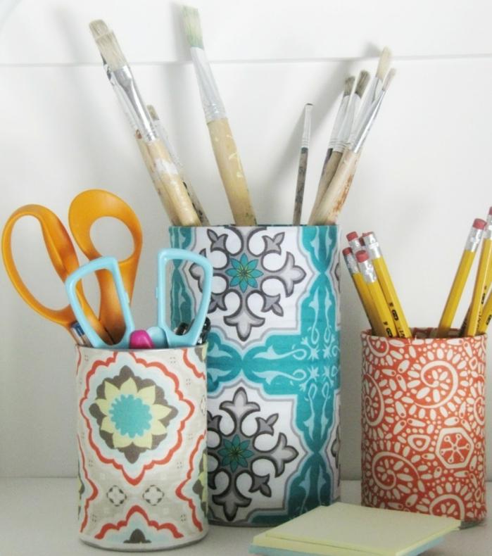 comment-faire-un-pot-a-crayon-a-partir-une-boite-de-conserve-customisée-avec-du-papier-decopatch-motifs-floraux-et-géométriques