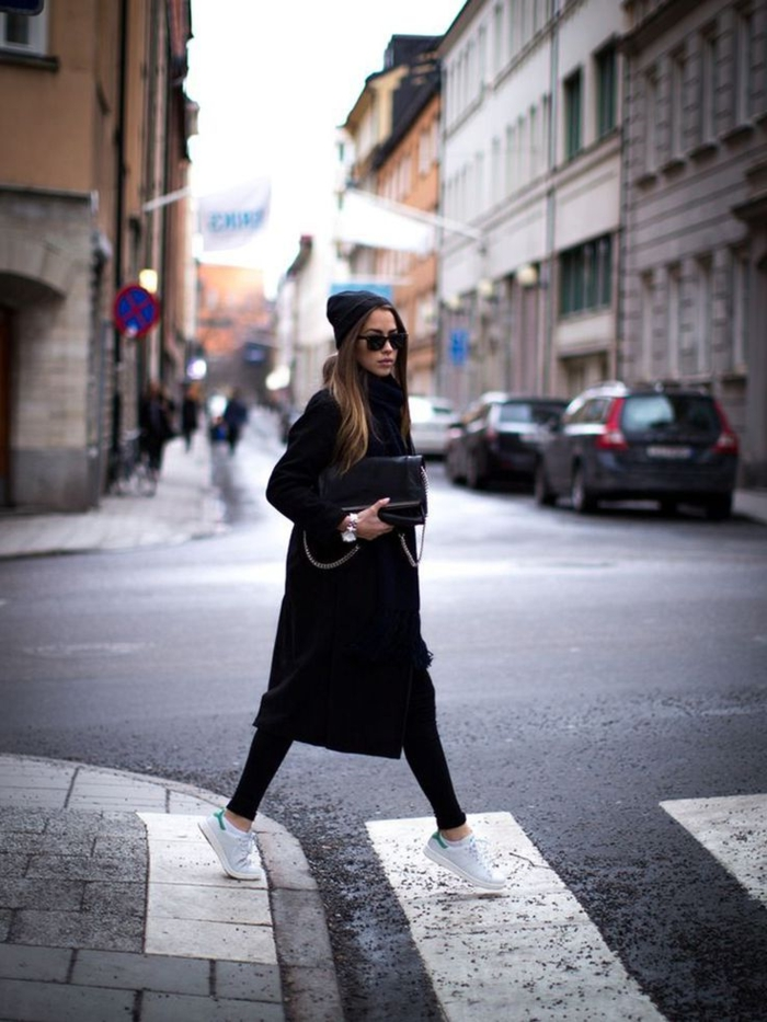 quality design 2f596 fa589 basket classe femme, bonnet noir, lunettes de soleil, pantalon noir, montre  en Comment porter des Stan Smith ...