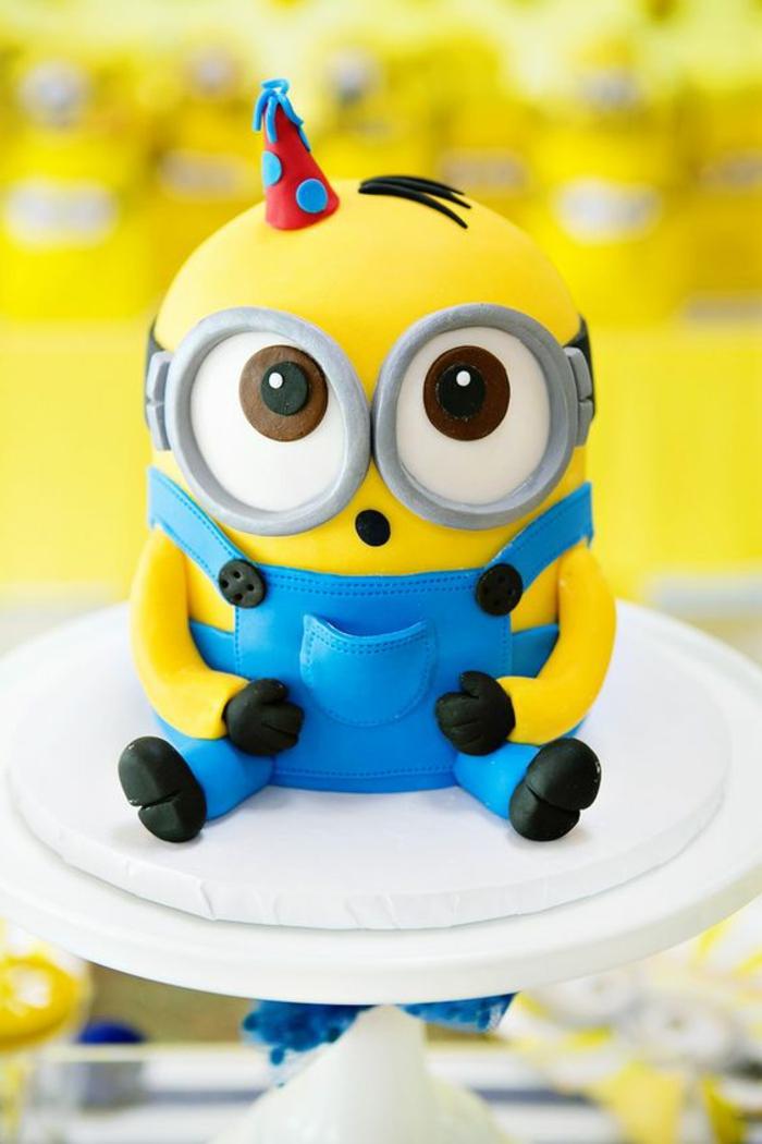 cool-gateaux-yaourt-gateau-anniversaire-chocolat-adorable-minion