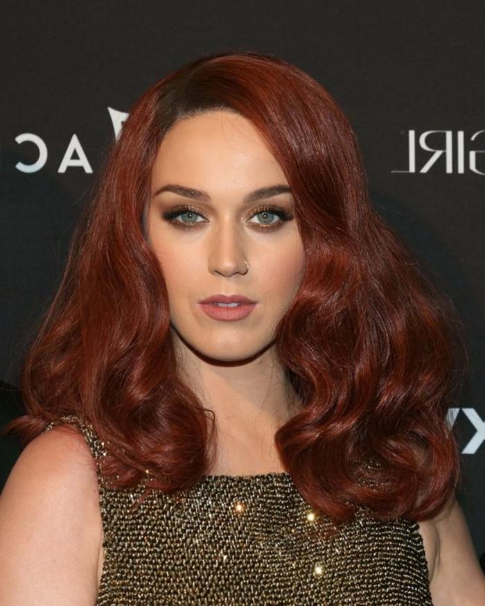 couleur auburn cheveux, brunettes aux yeux bleus