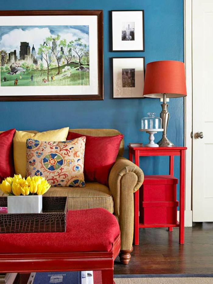 couleur-bleu-canard-deco-paon-bleu-cool-design-canapé-rouge