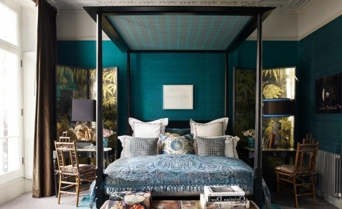 papier peint chambre adulte, deco turquoise et noir, coussins motifs ethniques