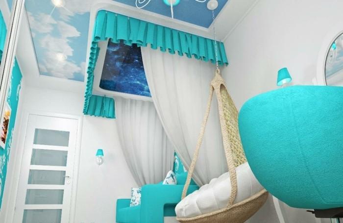 chambre turquoise, murs blancs, chaise œuf, plafond dessiné
