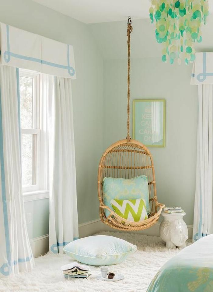 couleurs-pastel-déco-chambre-ado-fille-fauteuil-suspendu-en-bois