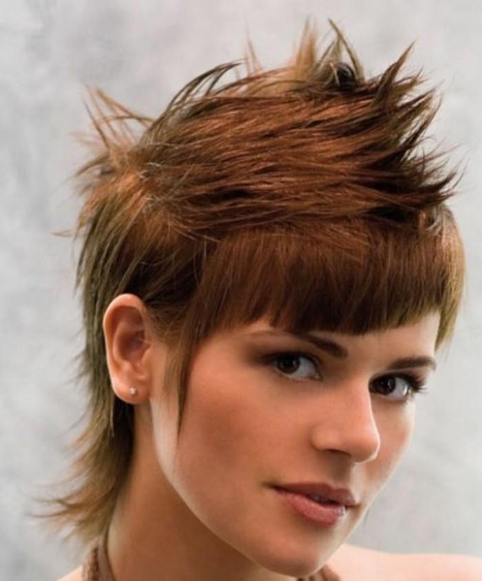 coupe avec frange, coiffure punky avec une frange courte