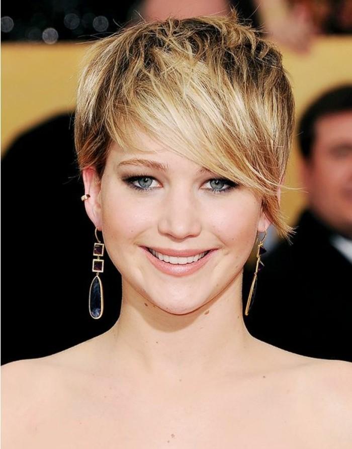 coupe avec frange, Jennifer Lawrence et sa coupe destructurée