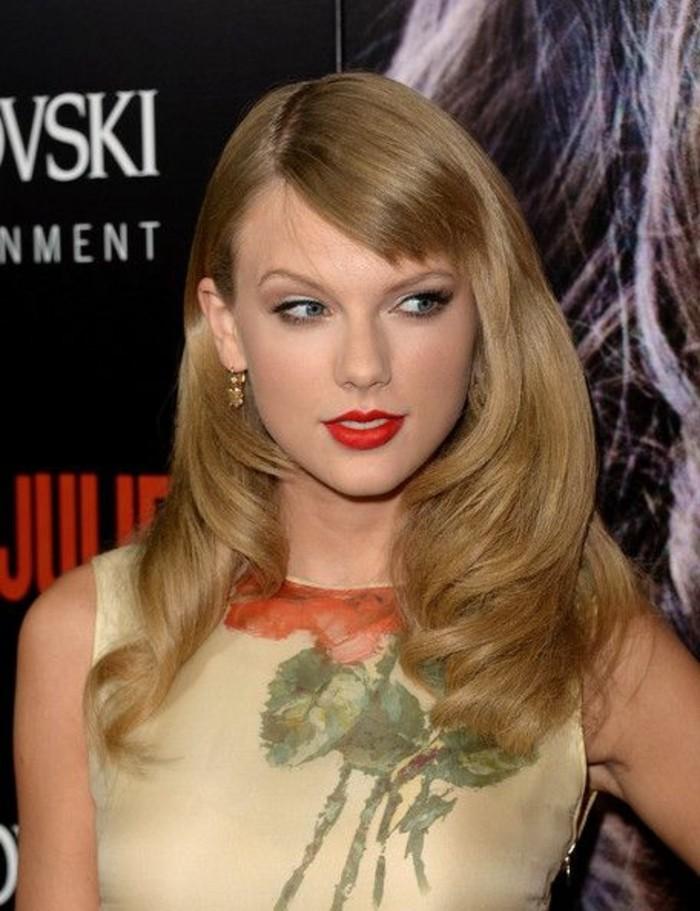 coupe avec frange, Taylor Swift avec une frange déstructurée