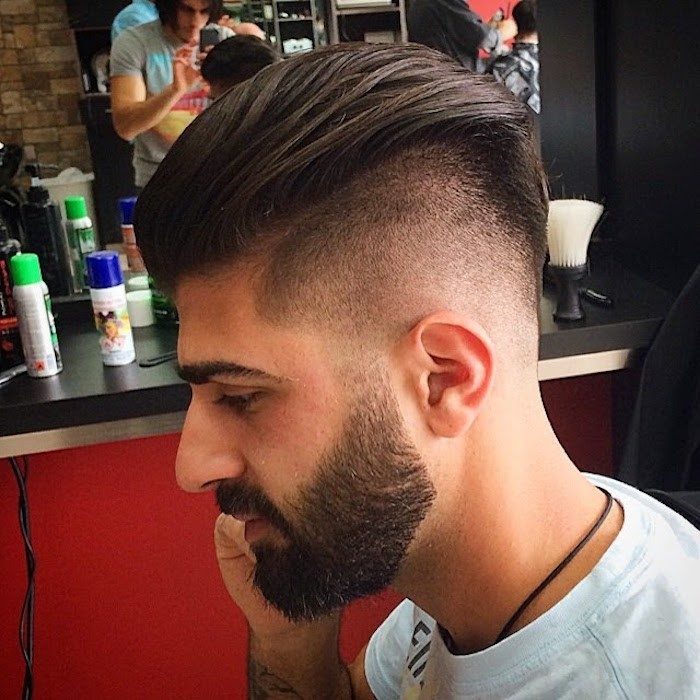 coupe de cheveux homme mi long en arriere et coté dégradé