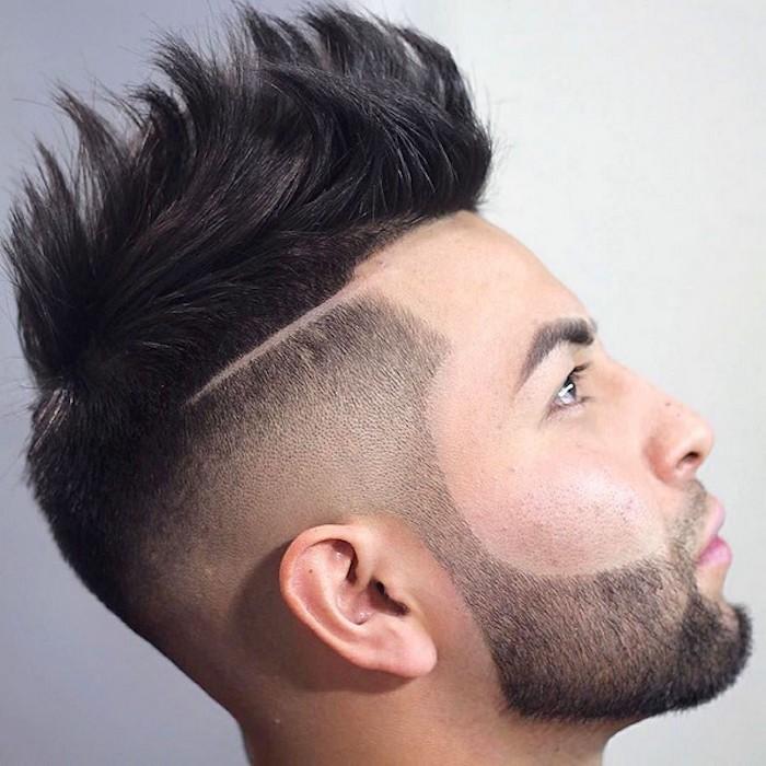 coupe cheveux homme court coté long dessus en pique et barbe taillée courte