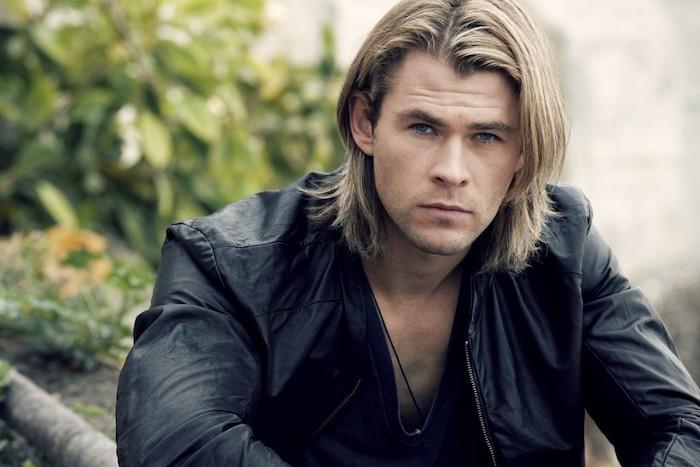 Cheveux mi long blond homme