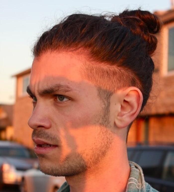 Coupe de cheveux rase cote long dessus homme