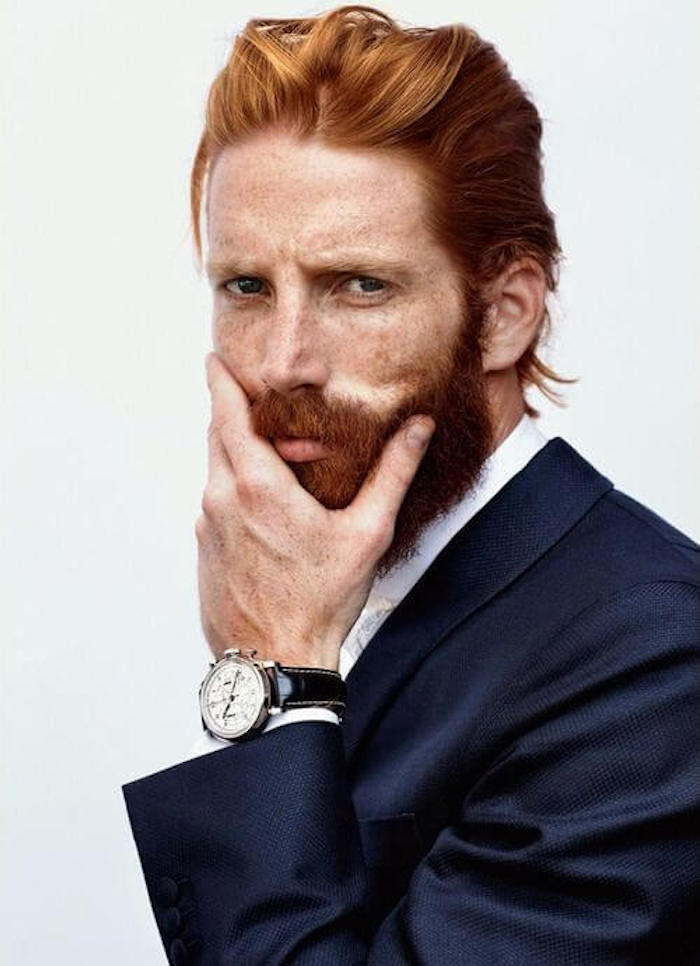 coupe cheveux mi long homme roux et barbe rousse hipster