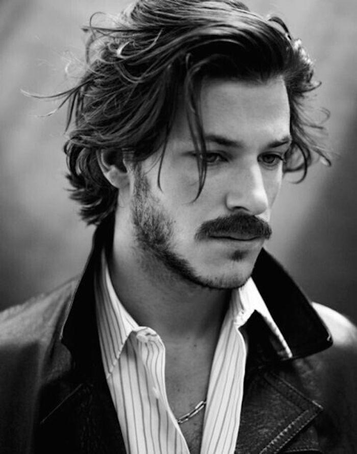 coupe de beau goss gaspard ulliel mmi long épaisseur et moustache homme