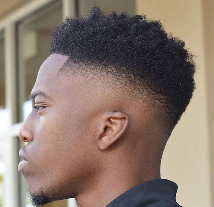 coupe homme afro degrade bas cheveux frisés