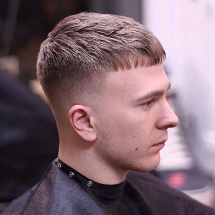 coupe de cheveux court homme vers lavant cotés courts