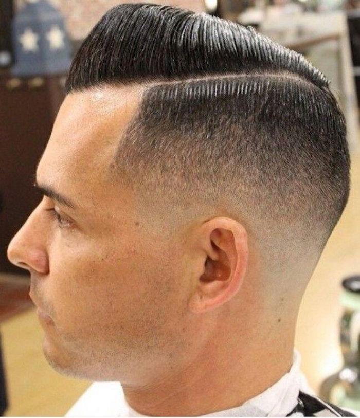 coiffure banane tendance pompadour années 20 homme cotés courts