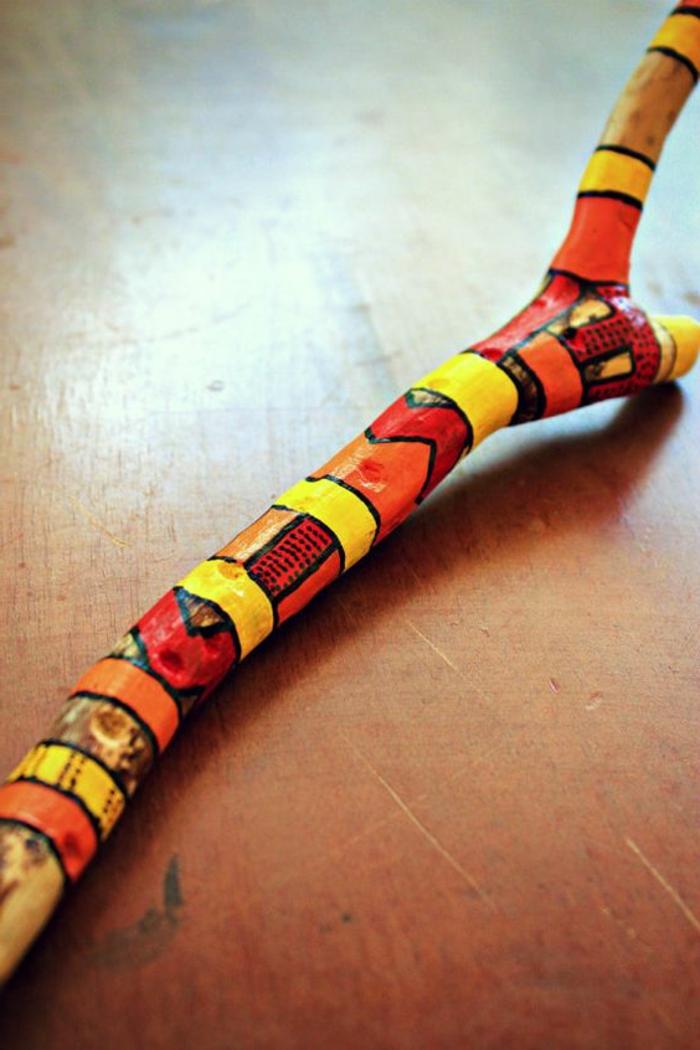 création en bois flotté, jolies créations multicolores