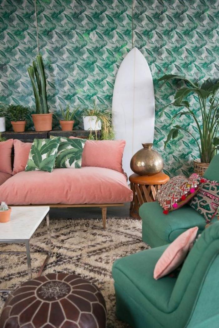 déco-bohème-canapé-rose-papier-peint-exotique