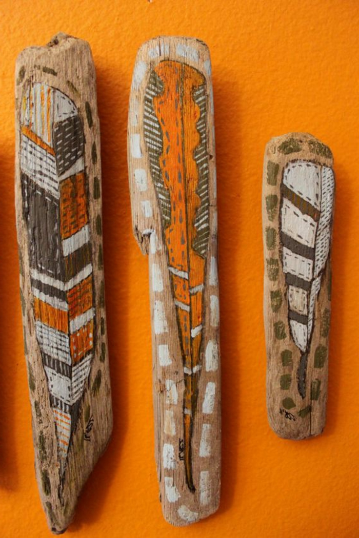 déco bois flotté, motifs ethniques sur créations en bois trouvé au bord de la mer