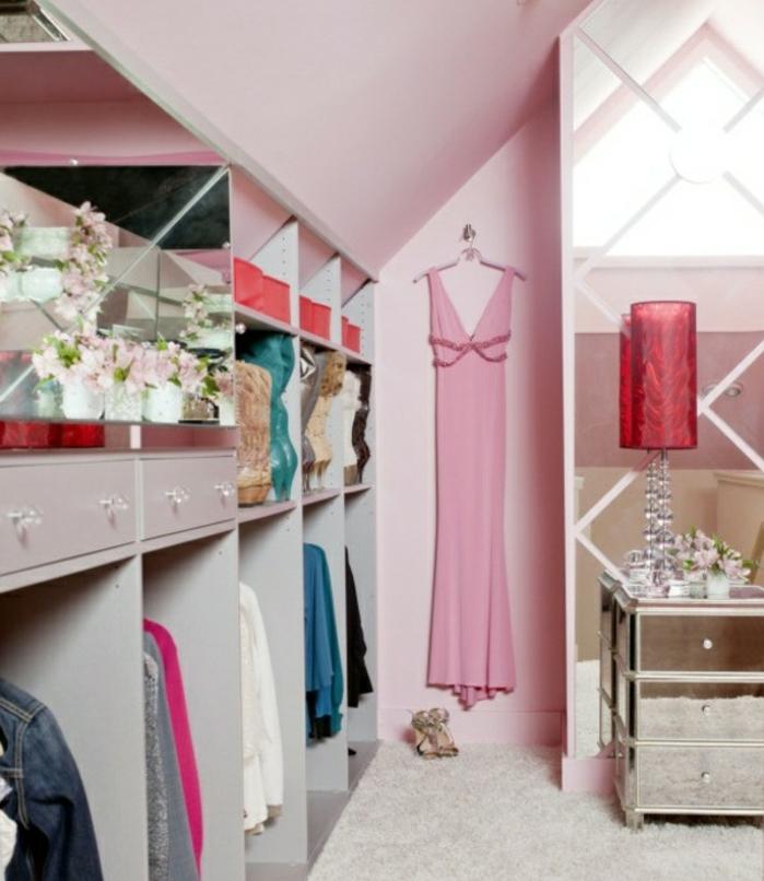 dressing sous pente, déco chambre sous pente femme, penderie, chemises, tiroirs placards ouverts, peinture chambre femme et coiffeuse