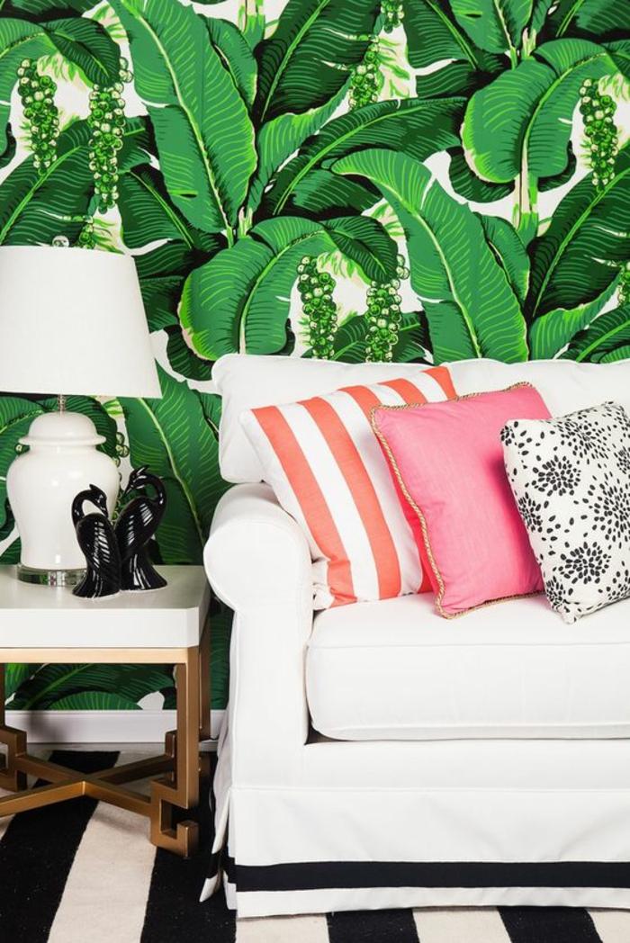 déco-noire-et-blanc-tapis-à-rayures-papier-peint-feuille-de-bananier