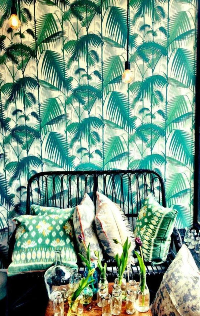 déco-tropicale-coussins-décoratifs-papier-peint-jungle