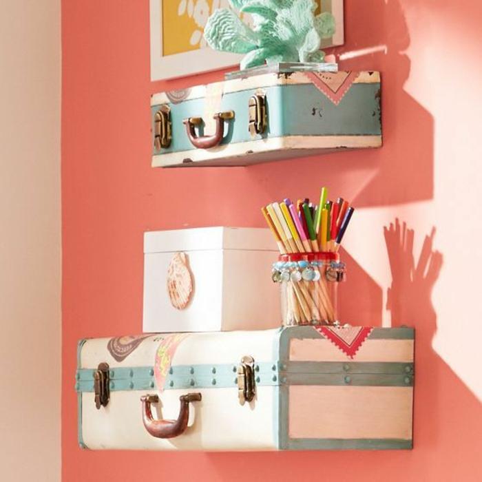 décoration-murale-anciennes-valises-déco-chambre-ado