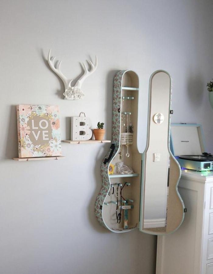 décoration-murale-originale-étagère-guitare-chambre-d'ado-créative